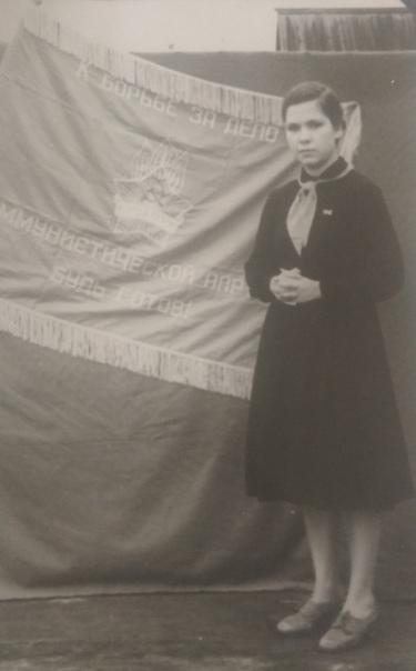 Почти в таком возрасте пришла Безрукова Г.И. в Дом пионеров в 1963 году.
