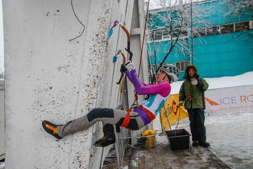 Главные отечественные ледолазные старты сезона финишировали в городе Кирове в минувшие выходные – чемпионат и первенство России по альпинизму. Всем было что доказывать и что терять…, изображение №50