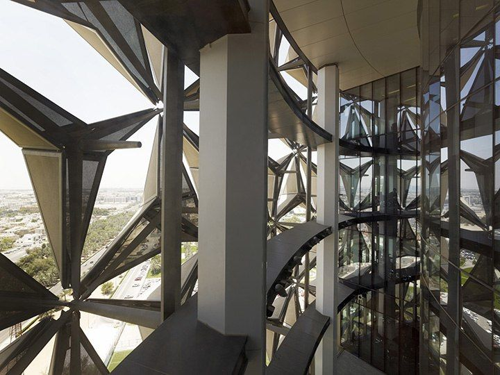 В Абу-Даби небоскреб охладят с помощью солнечных батарей, имеющмх сходство с оригами / aedas architects
